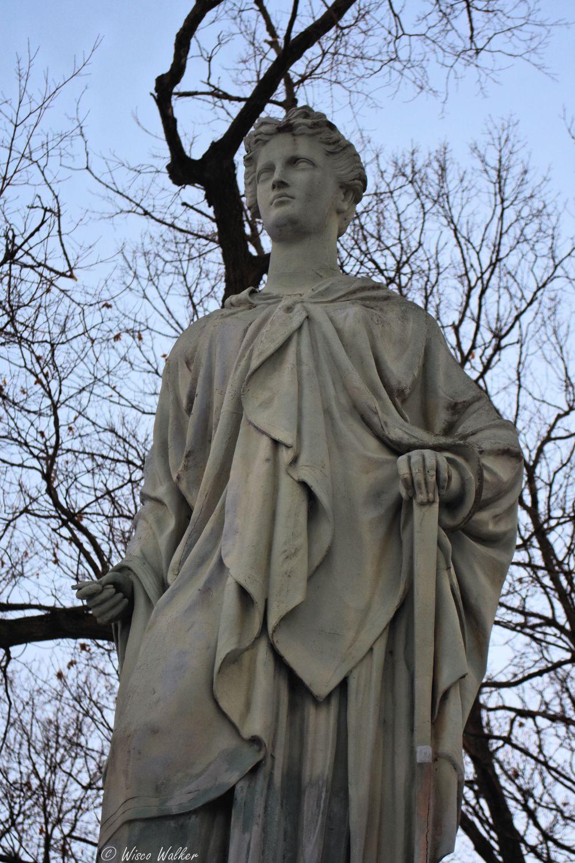 WW Statue